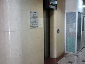 エイチツーオー第8ビルエレベーター