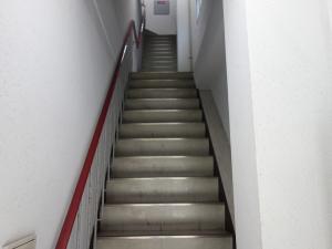 日宝中之島ビル階段