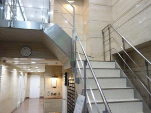 若杉グランドビル別館2階専用階段
