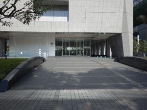 大阪三井物産ビルエントランス