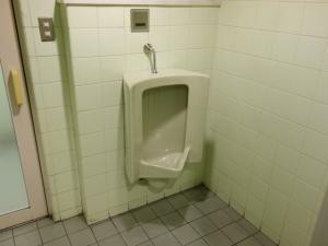 エーワンビル男子トイレ