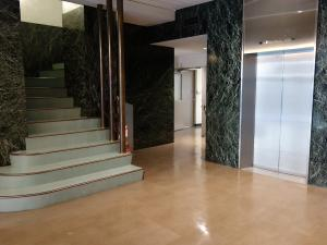 トヤマ新館ビル階段