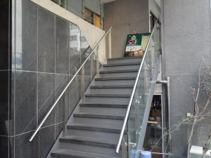 アスティナ御堂筋本町Ⅱビル2階専用階段
