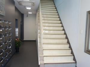 なんば三協ビル階段