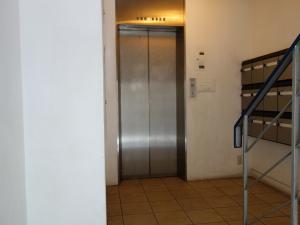 TOMTOMビルエレベーター