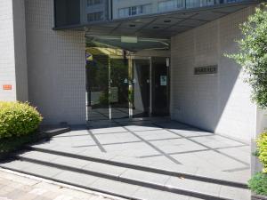 新大阪花村ビルエントランス