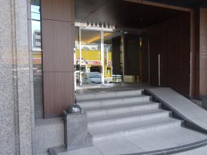タカ大阪梅田ビルエントランス