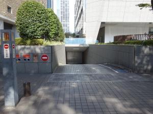 大阪三井物産ビル駐車場