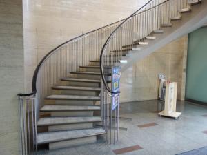 サンビル京橋階段