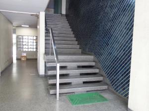 市岡グランドビル旧館階段