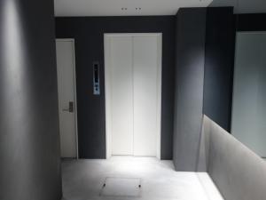 RE-018エレベーター