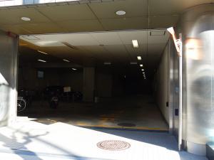 SRビル江坂駐車場