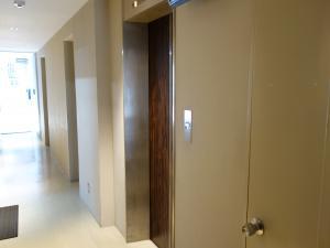 ウツボパークビルエレベーター