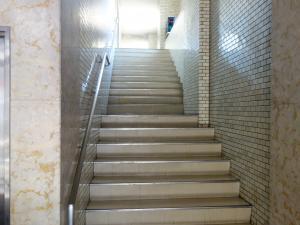 植田2号館ビル階段