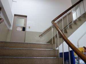 北梅田ビル階段
