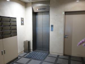 翁(オキナ)ビルエレベーター
