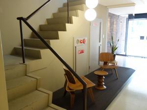 ウツボパークビル階段