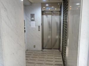 心斎橋プラチナプラザビルエレベーター