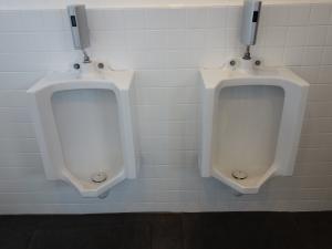 新日本ビル男子トイレ