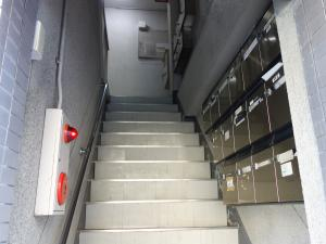 日宝パールビル階段