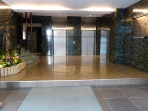 トヤマ新館ビルエントランスホール