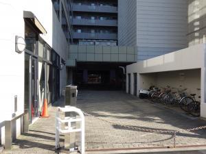ファサード江坂ビル駐車場
