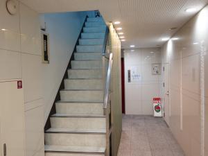 日宝サンキュービル階段