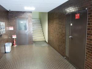 久幸ビル階段