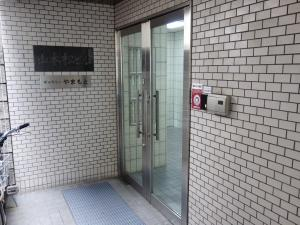 山本松ビルエントランス