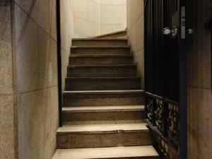 北新地スタービル階段