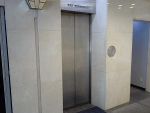 タツト肥後橋ビルエレベーター