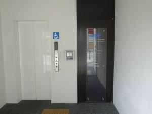 WBFビルエレベーター