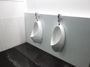 新大阪八光ビル男子トイレ