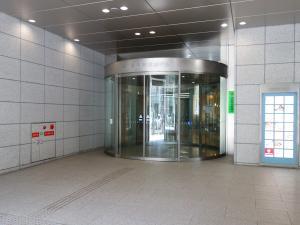 大阪証券取引所ビルエントランス