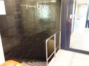 F+BASEbruno (エフベースブルーノ)ビル地下階段