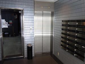 クリエ西天満ビルエレベーター