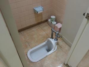 四ツ橋新興産ビル和式トイレ