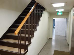 丸武本町ビル階段