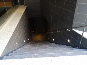 ホテルマイステイズプレミア堂島地下階段