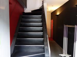ATOMICビル階段