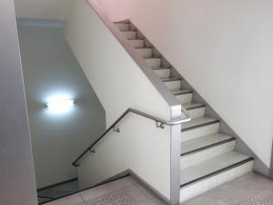 なんば日興ビル階段