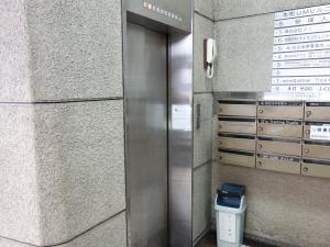 本町UMビルエレベーター
