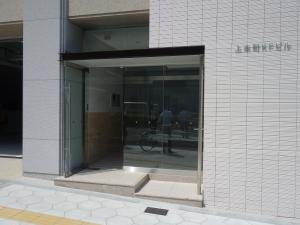 上本町KFビルエントランス