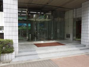 新大阪グランドビルエントランス