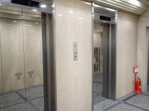辰野本町ビルエレベーター