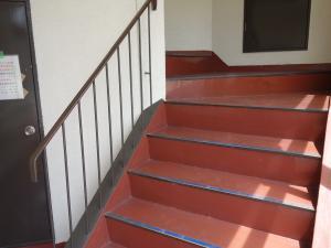 なだビル階段