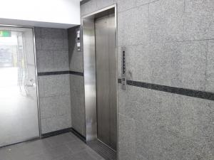 博労町辰巳ビルエレベーター