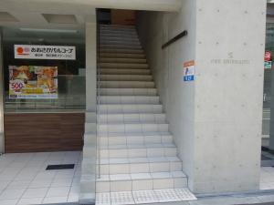 ONE SHINMACHIビル2階専用階段