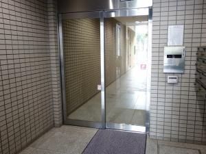 心斎橋谷本ビルエントランス