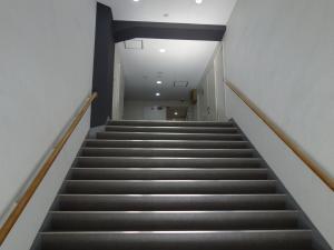 新大阪八光ビル階段